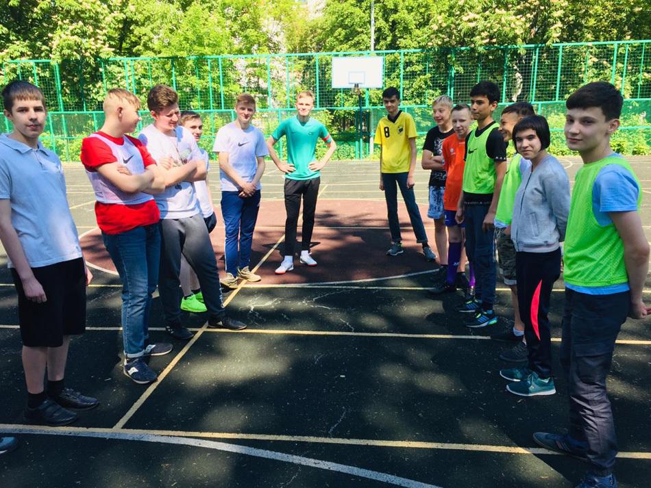 Мини-турнир по футболу в московской школе
