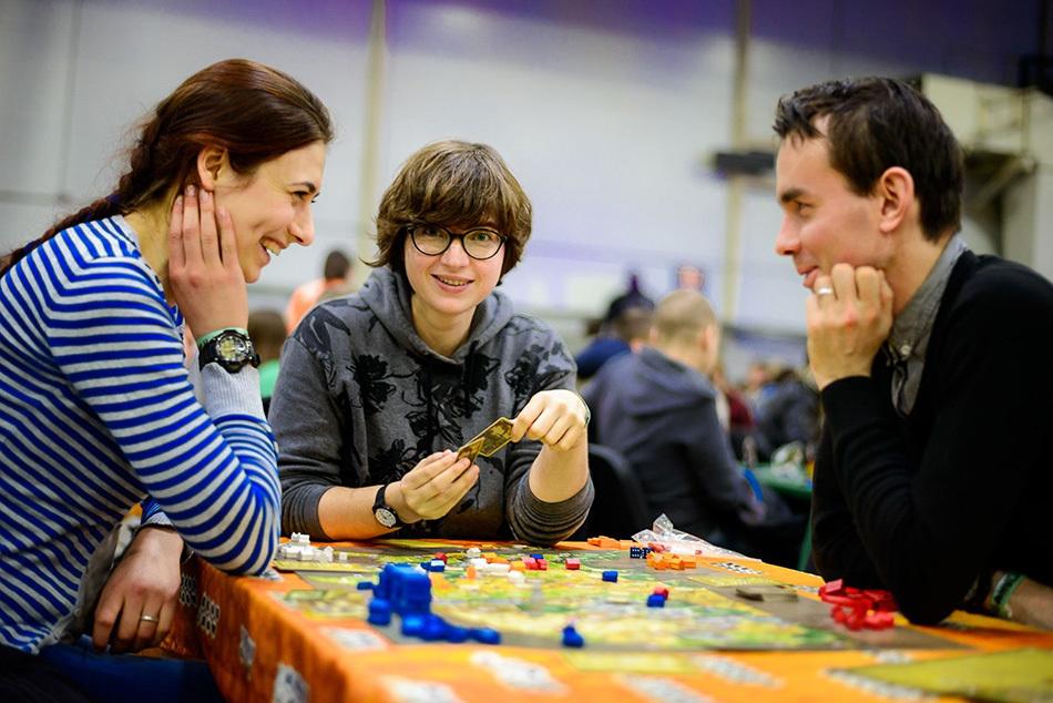 Фиеста, Доббль и Диксит: приглашаем на вечер настольных игр!