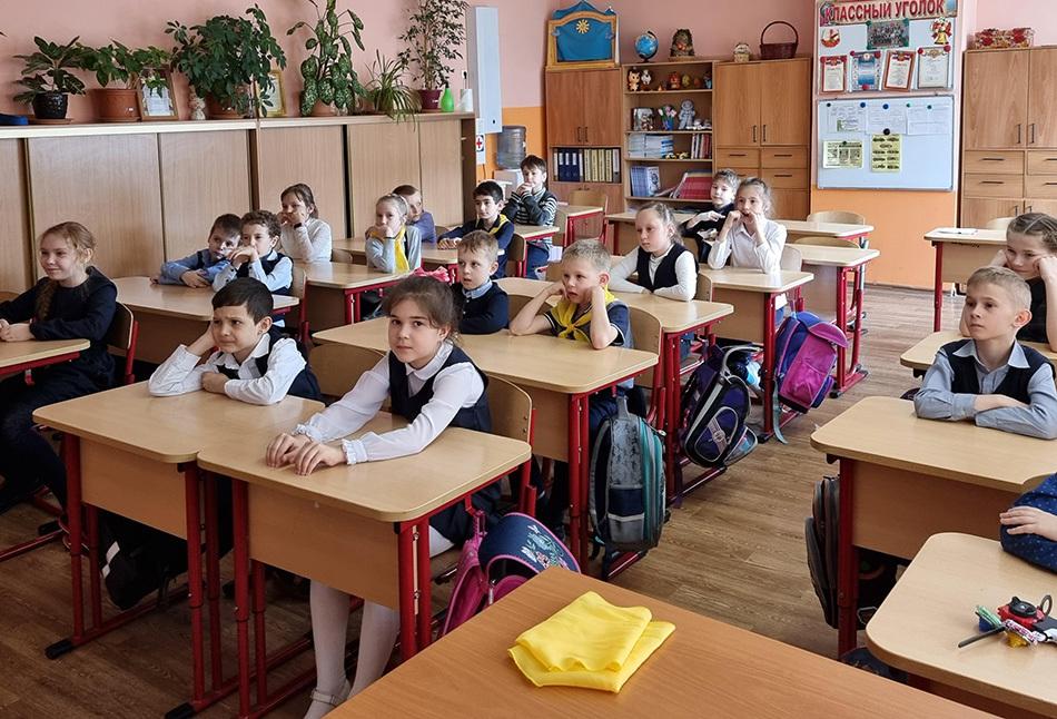 Дружить и помогать: цикл Уроков доброты в школе № 2010