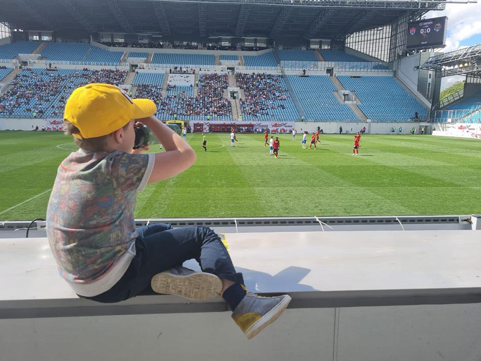 Так рождаются футбольные фанаты!
