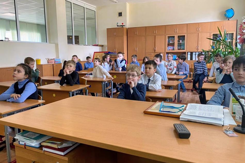 «Камень с ручкой?»: в школе № 1528 узнали об отличиях керлинга на колясках