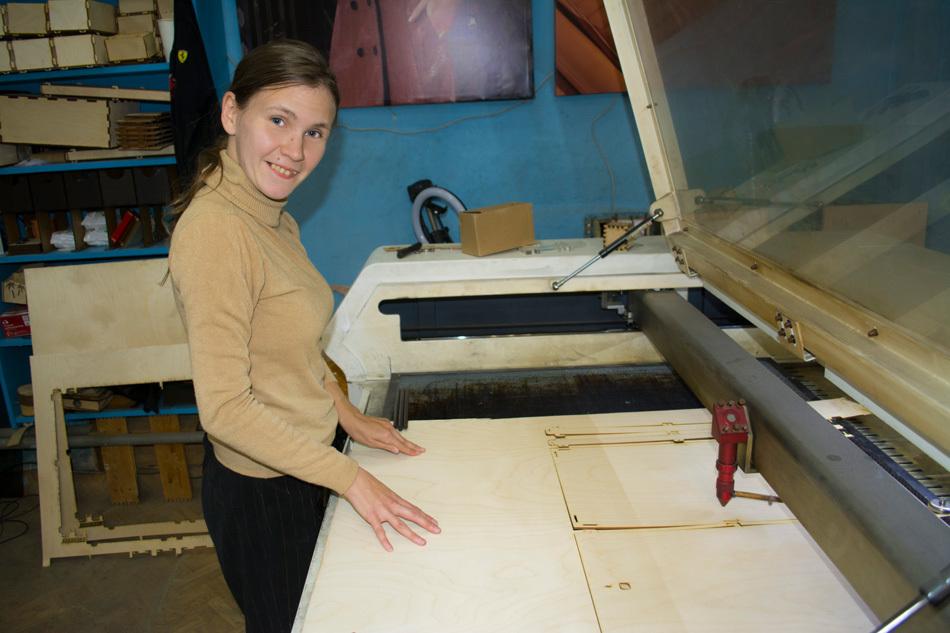 Маленькая, да удаленькая: как Марина Тельнова стала оператором лазерного станка