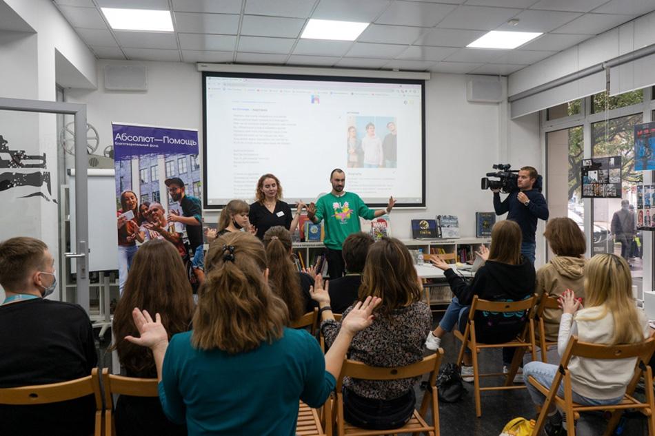 «День карьеры» – переводчик русского жестового языка